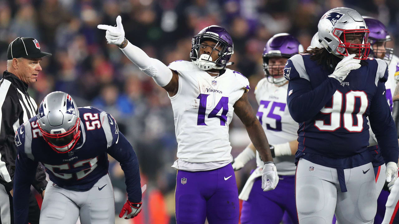 Diggs Fights For Ground On 24 Yard Catch