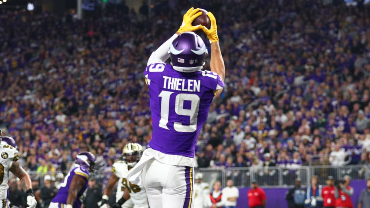 f93a78121 Adam Thielen Catches His Second Touchdown Of The Night