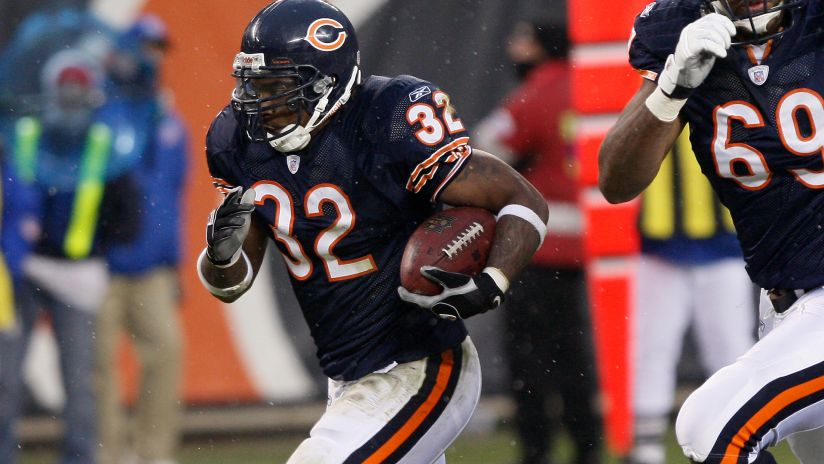 Ex- Bears RB Benson dies in motorcycle crash