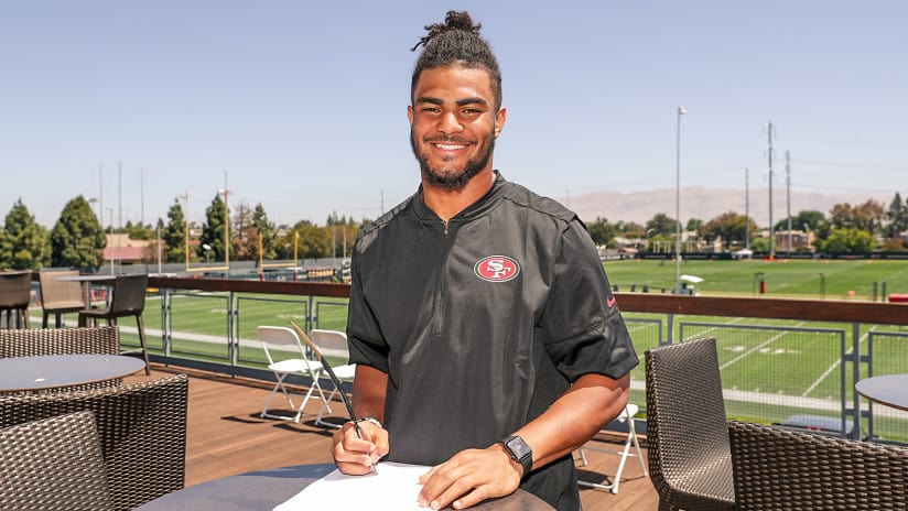 3ff47e493 The San Francisco 49ers announced on Wednesday that they have signed LB Fred  Warner to a four-year deal.