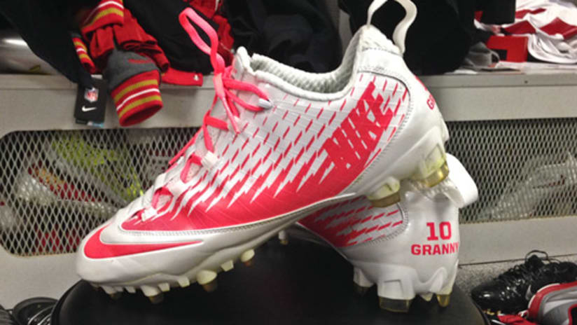 7807af7b1 Kyle Williams will wear pink cleats this Sunday
