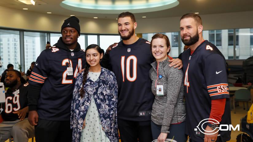 f06173c00 Bears players visit children s hospital