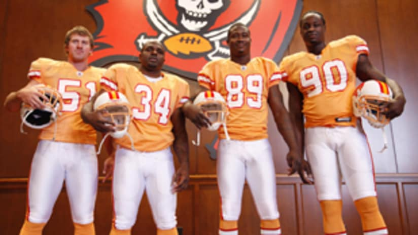 Linking Decades: Bucs Throw Back to '76