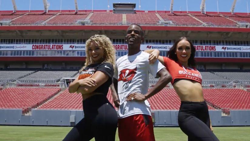 Bucs Cheerleaders Tampa Bay Buccaneers Buccaneers Com