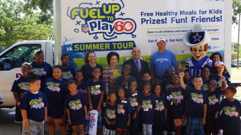 ddada2f6 Jay Novacek Kicks Off Fuel Up To Play 60 Summer Feeding Program For Dallas  Children