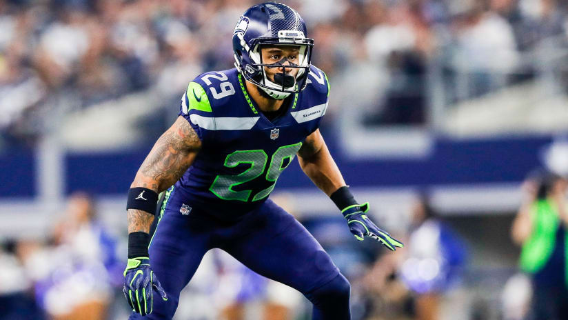 f17e7a0ab22 All Eyes On Earl Thomas In Week 3 Meeting