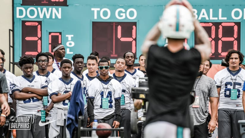 Miami dolphins host jp taravella high school at training camp practice d5a7513 m4hsunfo