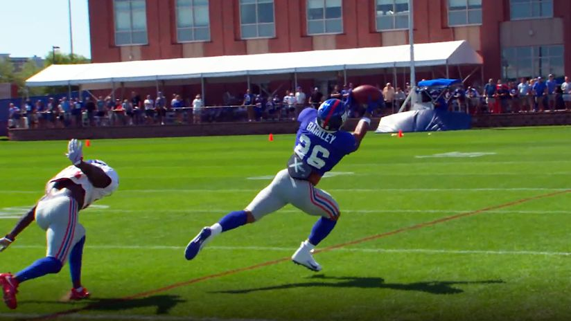 Can't Miss Play: Saquon hauls in over-the-shoulder catch and takes
