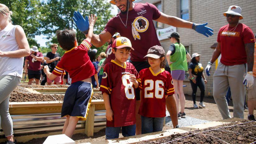 "Washington Redskins Build Outdoor Learning Lab at ""Big Dig"" Event"