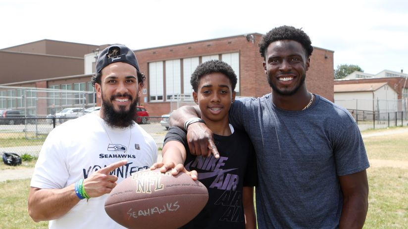 Seattle Seahawks Volunteer at 4 Local Community Organizations