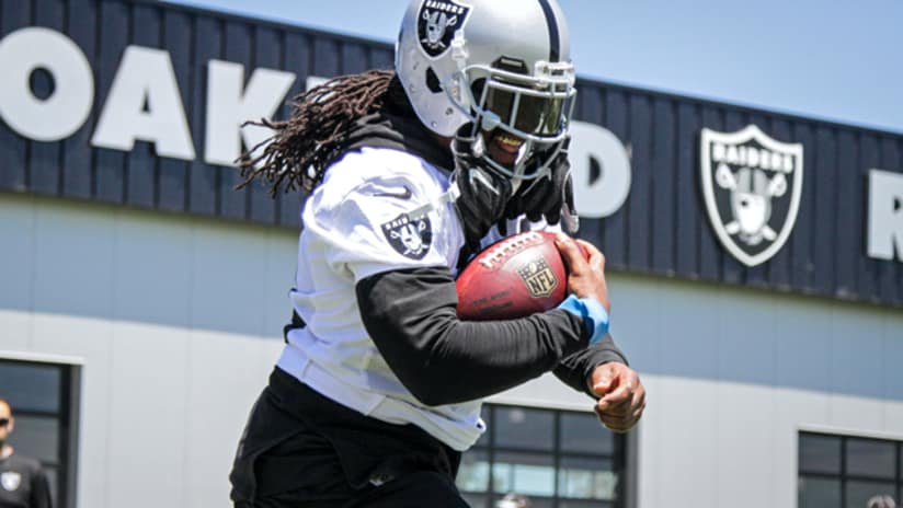 315651ab Raiders Running Back Marshawn Lynch Tops Jersey Sales In 14 States