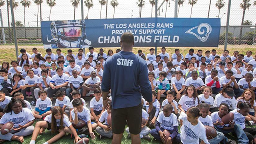 a17d0f3e Rams Host Free Youth Football Clinics for Nearly 700 in LA Region