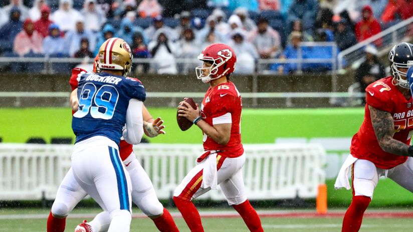 0d34a6867d8 Patrick Mahomes Finds Eric Ebron for Opening-Drive Touchdown