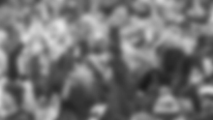 122417-FANS-CHEERING-FB