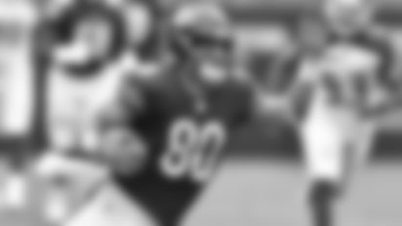 Trubisky throws 47-yard pass to Burton