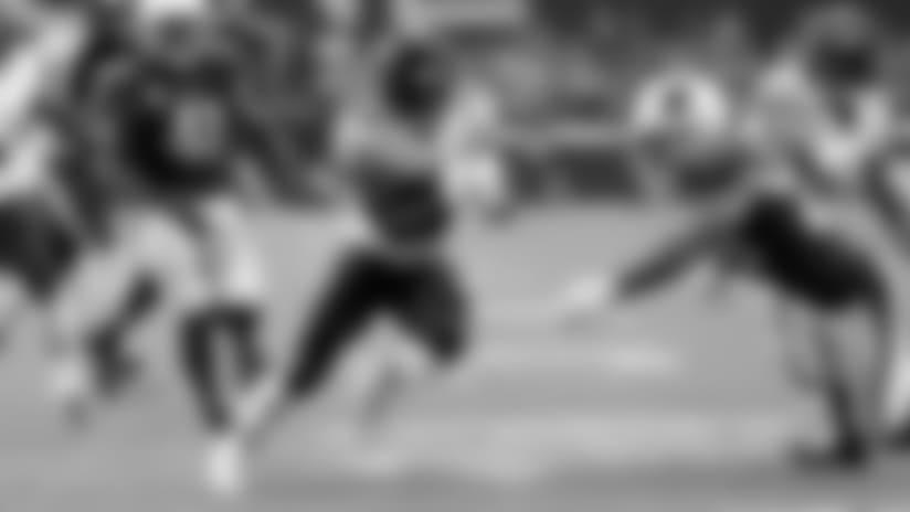 Tarik Cohen runs for 21 yards