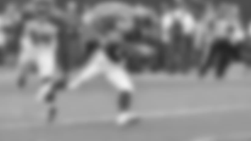 Tarik Cohen slips by defender for TD catch
