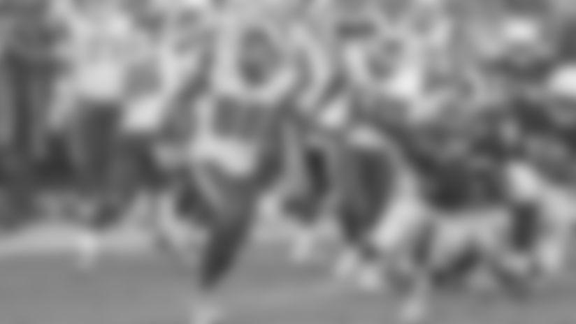 Mike Thomas returns a kick for the Rams.