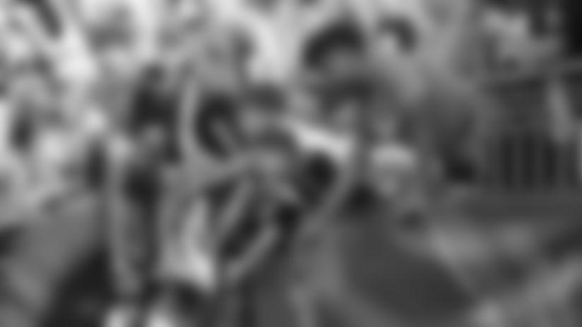190915-fans-kids_high_fives