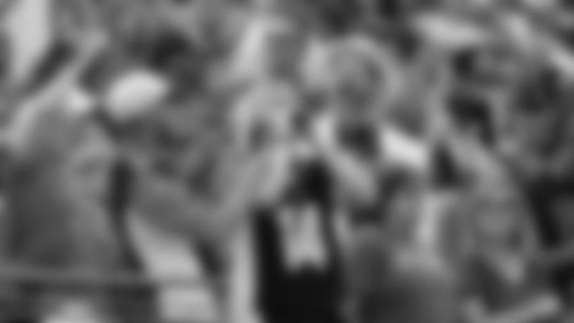 190913-fans-cheering