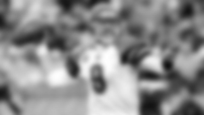 101212-Palmer-Carson_throw (AP)