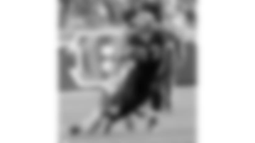 091205-Bengals_Lions-AP_091206021999-Tony_Tribble-NEW