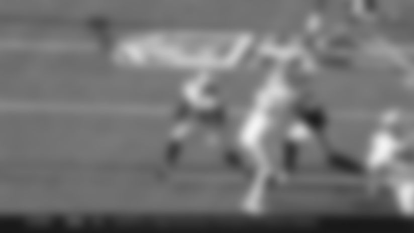 Devin Singletary uses convoy of blockers to perfection on 49-yard catch and run