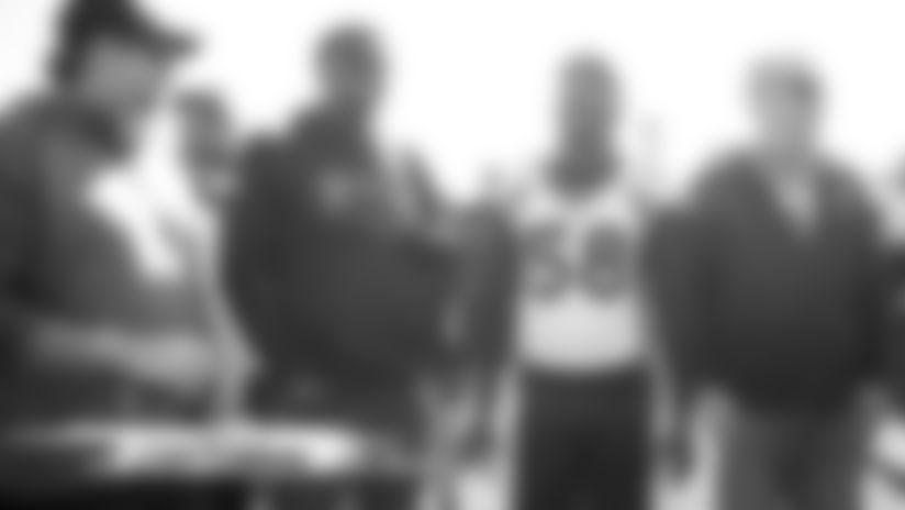 Broncos alumni visit practice ahead of #TENvsDEN