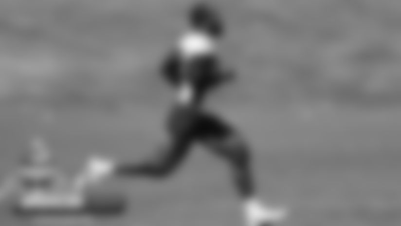 Meet Mr. Muscles: New-look Von Miller hits the practice field
