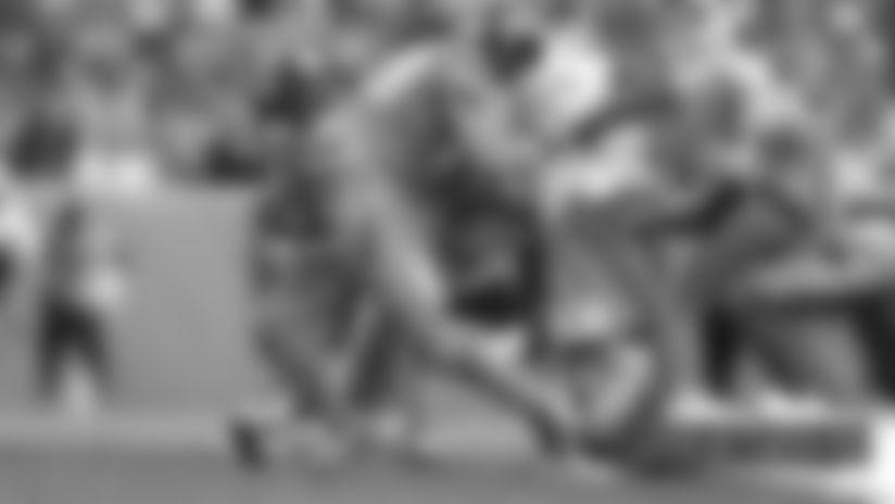 #DETvsDEN: Phillip Lindsay breaks free for a 14-yard gain