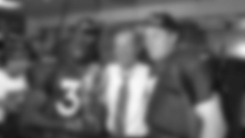 Rarely seen video of Pat Bowlen in Broncos locker room following Super Bowl XXXII win