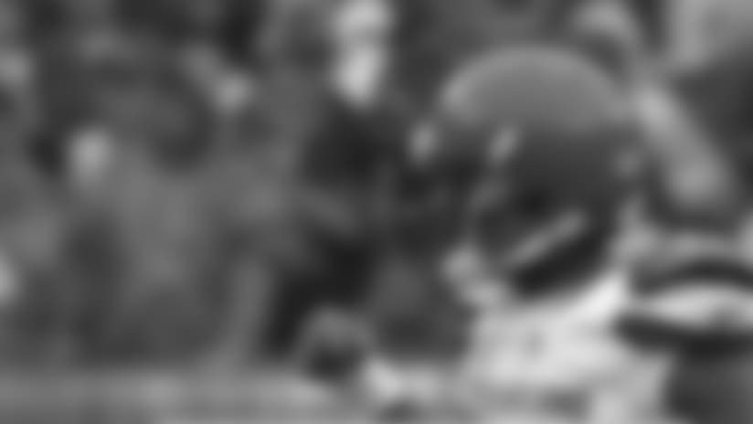 Cleveland Browns quarterback Tyrod Taylor keeps drive alive, scrambles for 15-yard gain