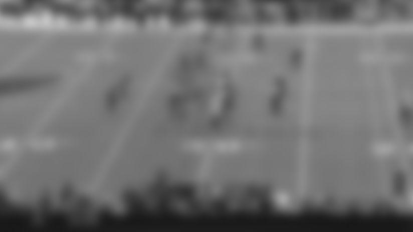 Brady squeezes tight-window throw to Evans between three defenders