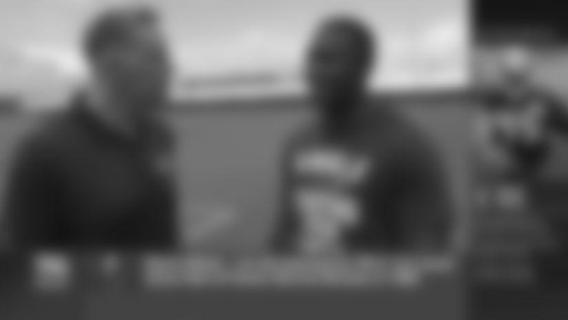 Hall of Fame QB Kurt Warner Interviews LB Devin White at Training Camp