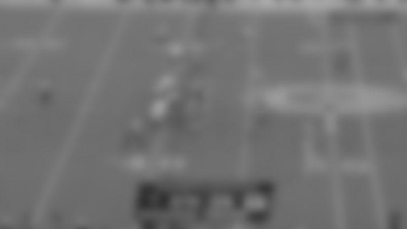 Gronk rumbles for massive 29-yard gain on TE screen