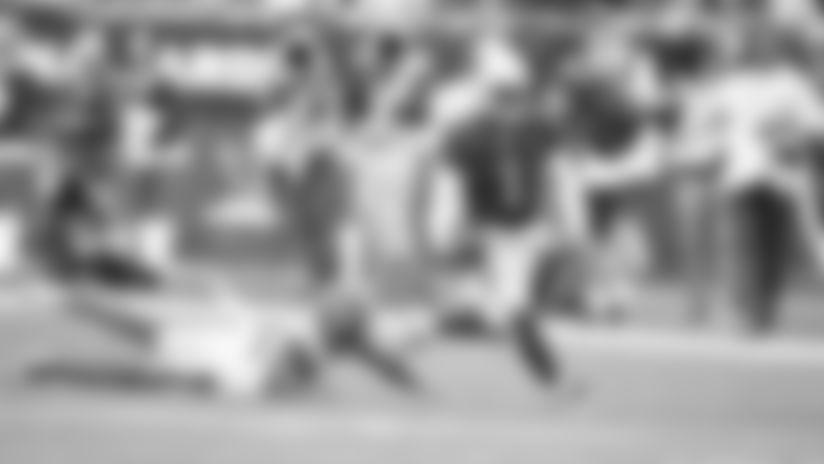 Murray Shows Speed On 35-Yard Run