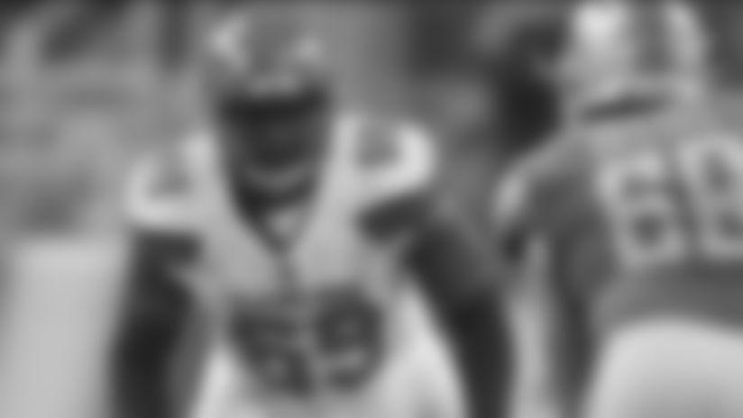 En esta foto del 30 de agosto del 2018, el tackle ofensivo de Cleveland Browns, Desmond Harrison (69), defiende la línea mientras Anthony Zettel (69), ala defensiva de Detroit Lions, embiste durante la primera mitad de un partido de pretemporada de la NFL en Detroit.