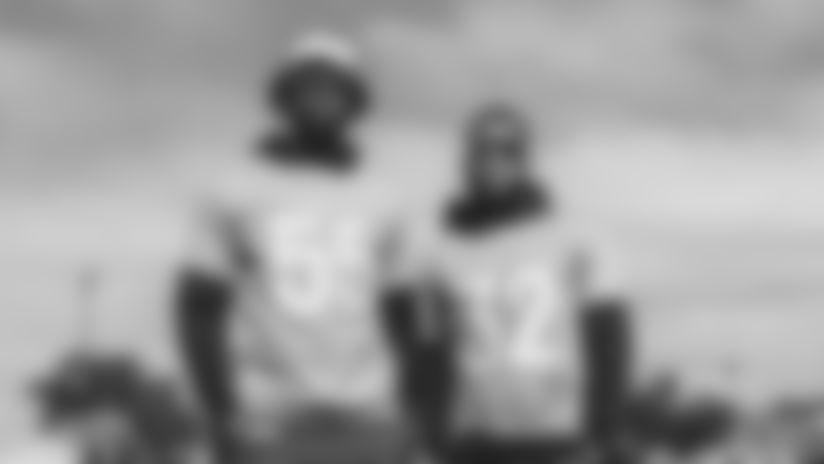 Chandler Jones y Budda Baker posando durante las actividades previas al Pro Bowl 2020 en Orlando