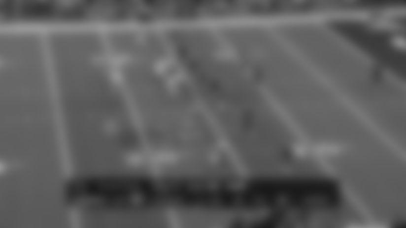 Hundley Picks Up 12 Yards On Elusive Scramble