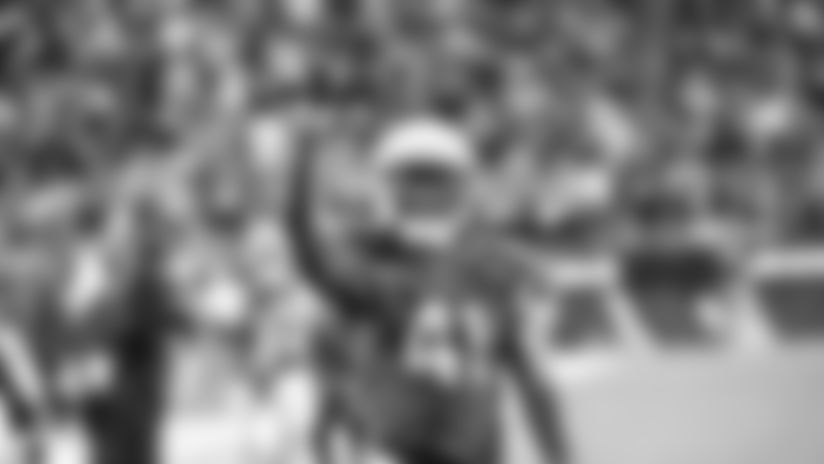 RB Kenyan Drake signals the number of touchdowns he scored against the Browns.