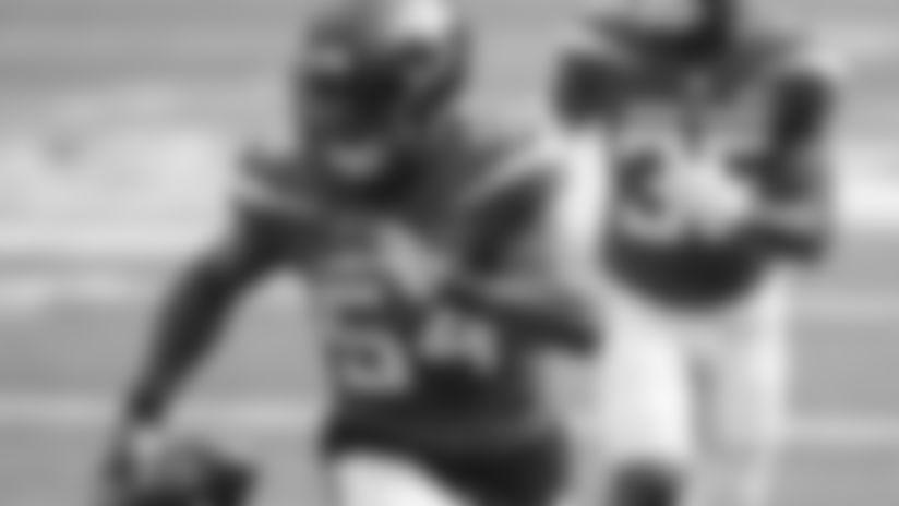 New York Jets linebacker Avery Williamson intercepts a pass by Kyler Murray in a regular season game on Sunday, October 11, 2020.