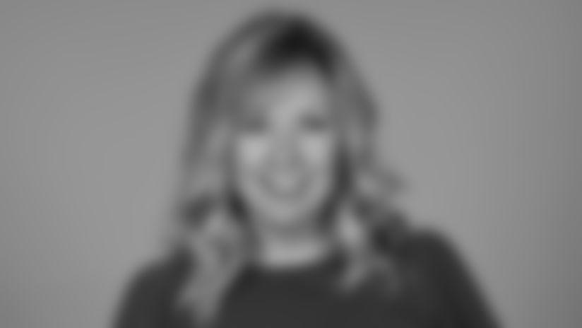 Lisa Manning 2019 Staff Headshot