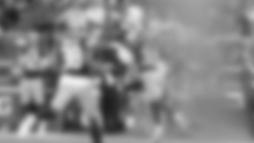 Cardale Jones Floats Back-Shoulder Ball to Artavis Scott for 25 Yards
