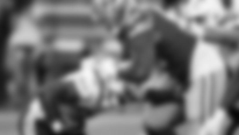 Derrick Gore Sheds Multiple Defenders for 11-Yard Rush