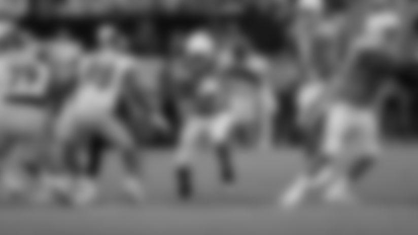 Melvin Gordon Barrel Rolls Over Defender on 13-Yard Gain