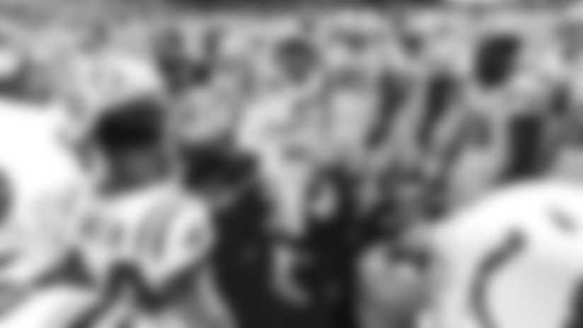 102818_ebron-huddle-pregame