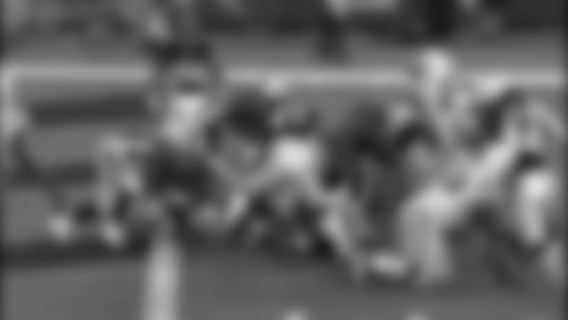 HIGHLIGHT: Branden Oliver dives for the goal line on 2-yard TD