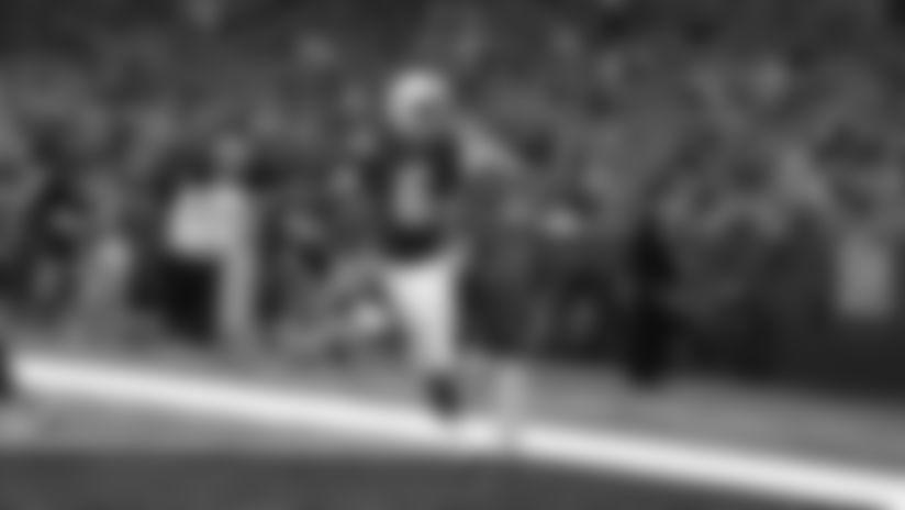 HIGHLIGHT: Chad Kelly tricks defense with 33-yard bootleg TD