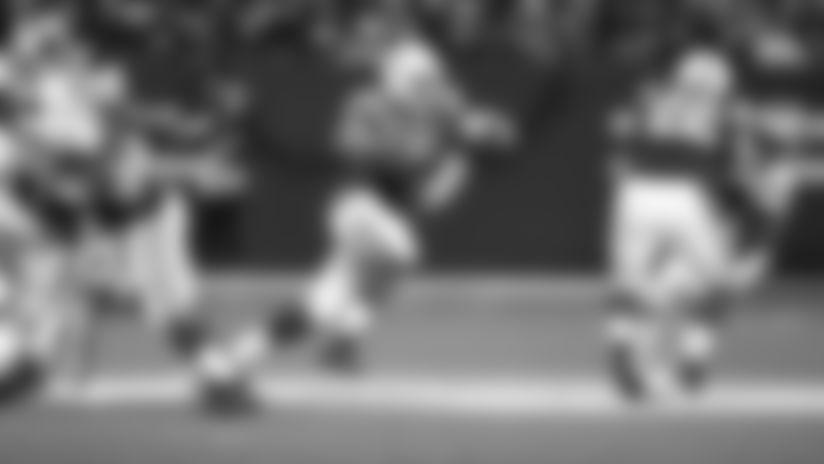 HIGHLIGHT | Jacoby Brissett Avoids Sack With Elusive 12-Yard Scramble