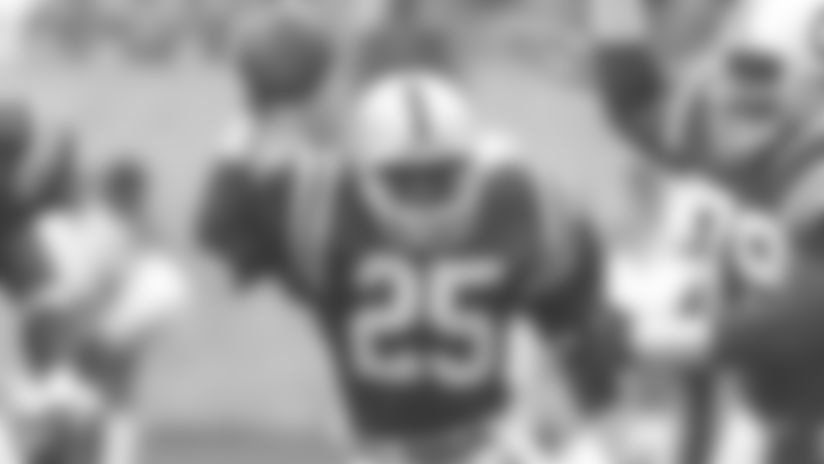 Colts Mourn Passing Of Former Safety Nesby Glasgow